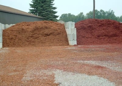 Gold Mulch and Red Mulch